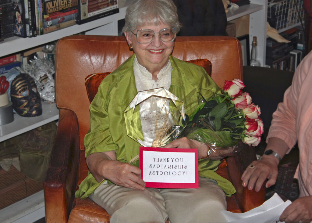 Diana receives Saprishis Astrology lifetime achievement award